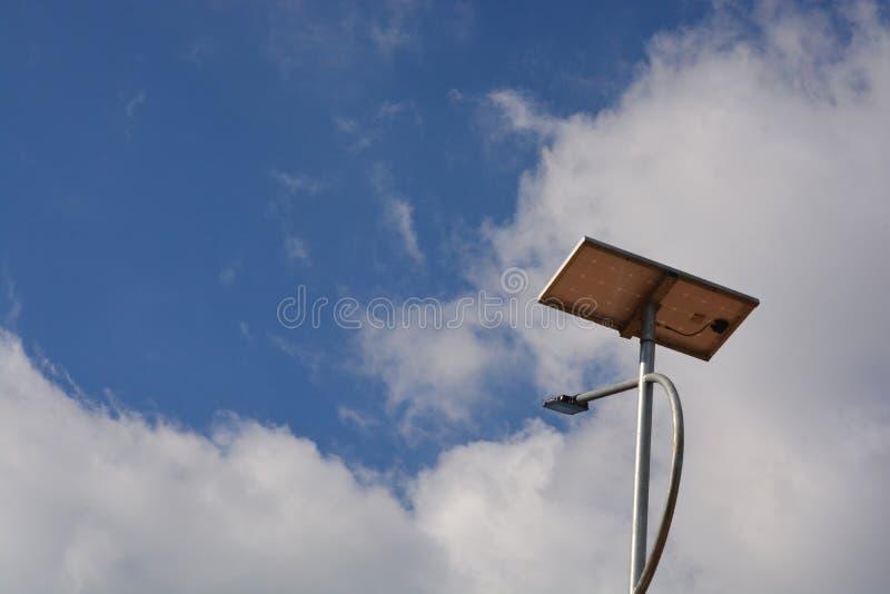 Экологический уличный фонарь стоковая фотография