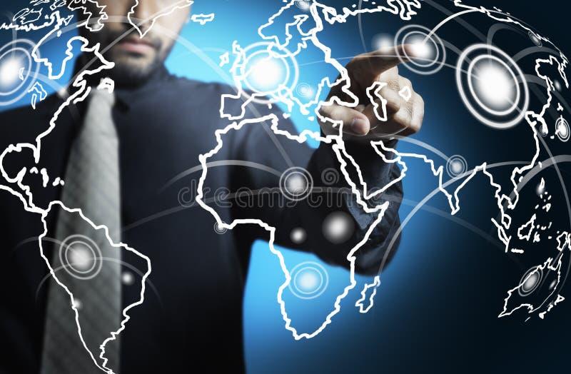 экрана карты человека дела мир цифрового касающий стоковые изображения rf
