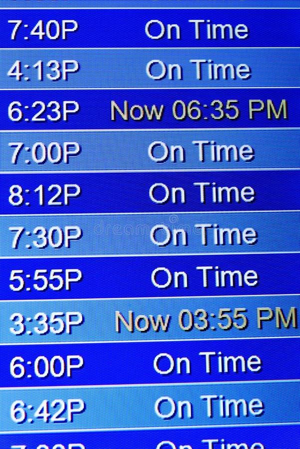 Экраны информационного дисплея полета на авиапорте стоковые фото
