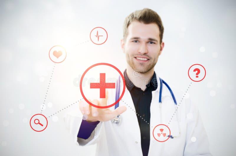 Экран доктора касающий с значками Футуристическая концепция медицины стоковые фото