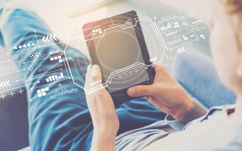 Экран технологии с человеком используя планшет стоковая фотография rf