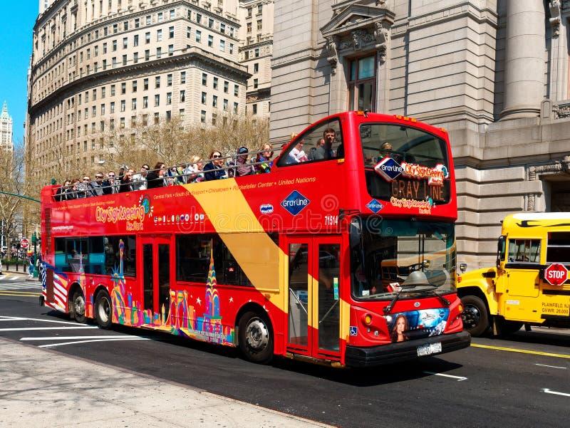 Экскурсионный автобус двойной палубы touristic стоковое изображение rf
