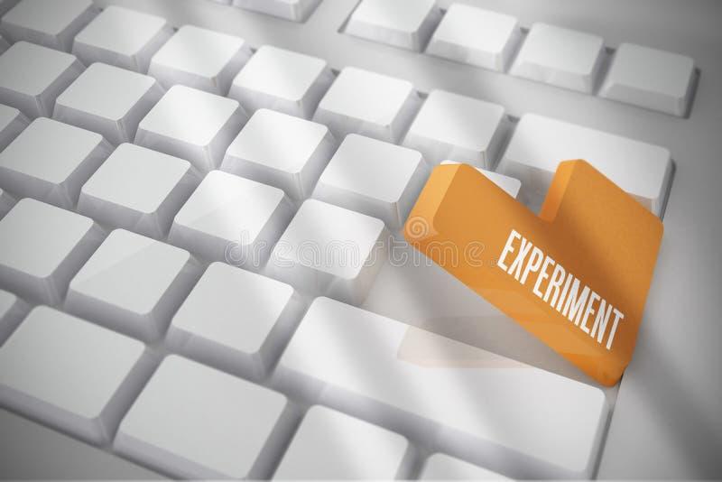 Эксперимент на белой клавиатуре с оранжевым ключом бесплатная иллюстрация