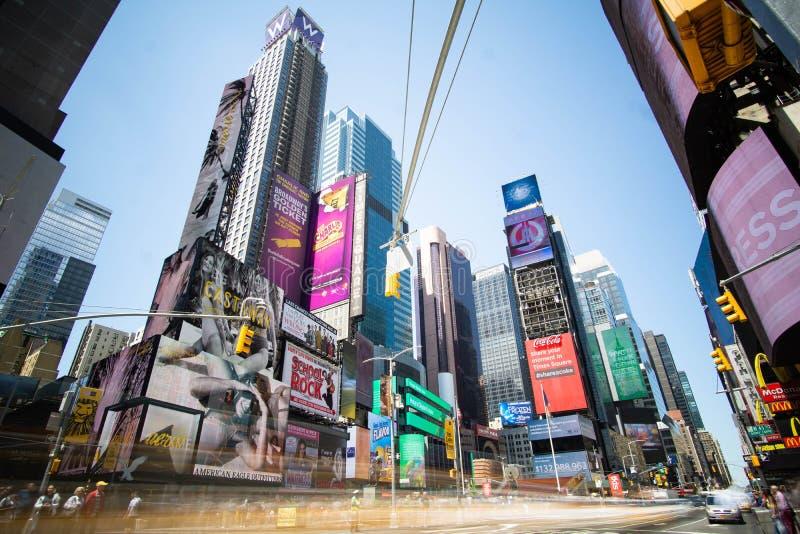 Экспозиция Таймс-сквер длинная в течение дня стоковые фотографии rf