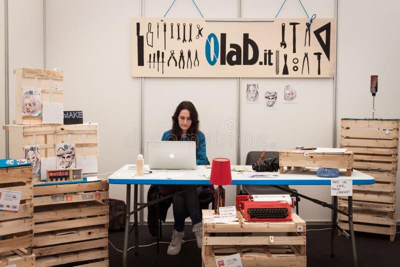 Экспонент на выставке робота и создателей стоковая фотография