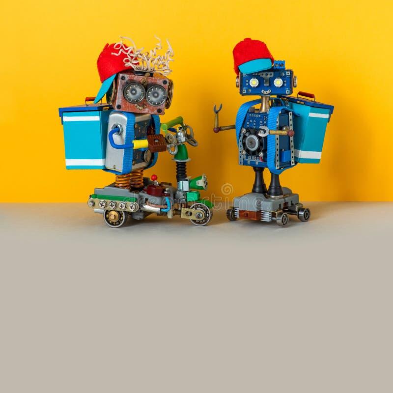 Экспресс-сервис пиццы, курьеры-роботы водят скутер, электрический скейтборд доставляет посылки Термо стоковые фото