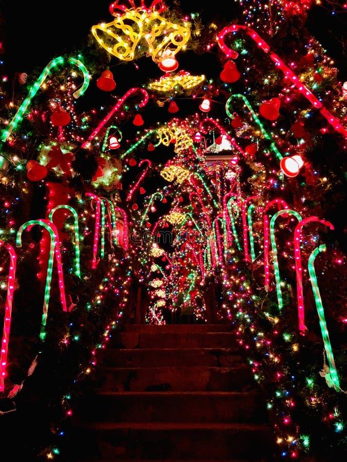 Экстерьер дома с украшением светов рождества стоковые фото