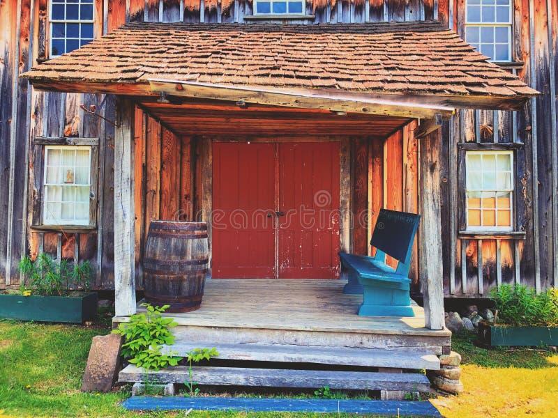 Экстерьер домов в деревне Millbrook стоковые изображения rf