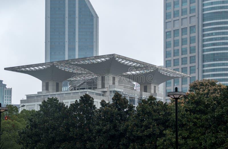 Экстерьер здания театра Шанхая большой стоковое изображение
