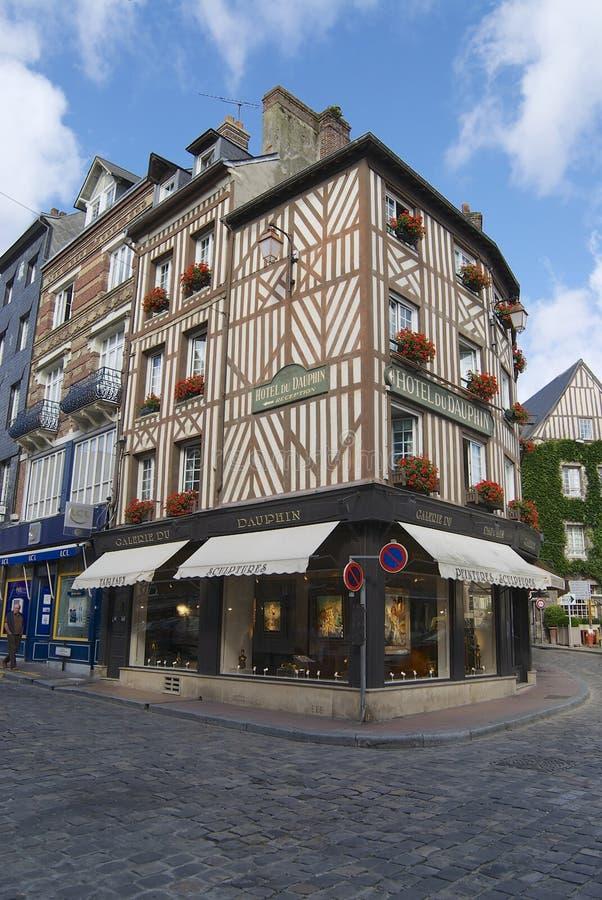 Экстерьер исторических зданий в Honfleur, Франции стоковое изображение