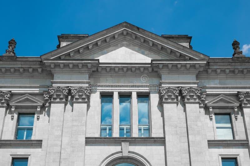 Экстерьер музея или зала судебных заседаний, исторический фасад стоковое изображение rf