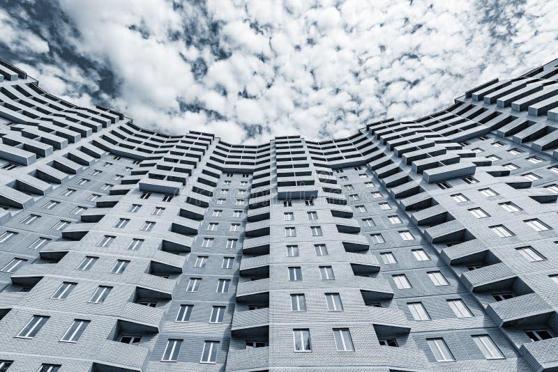 Экстерьер нового жилого дома стоковая фотография