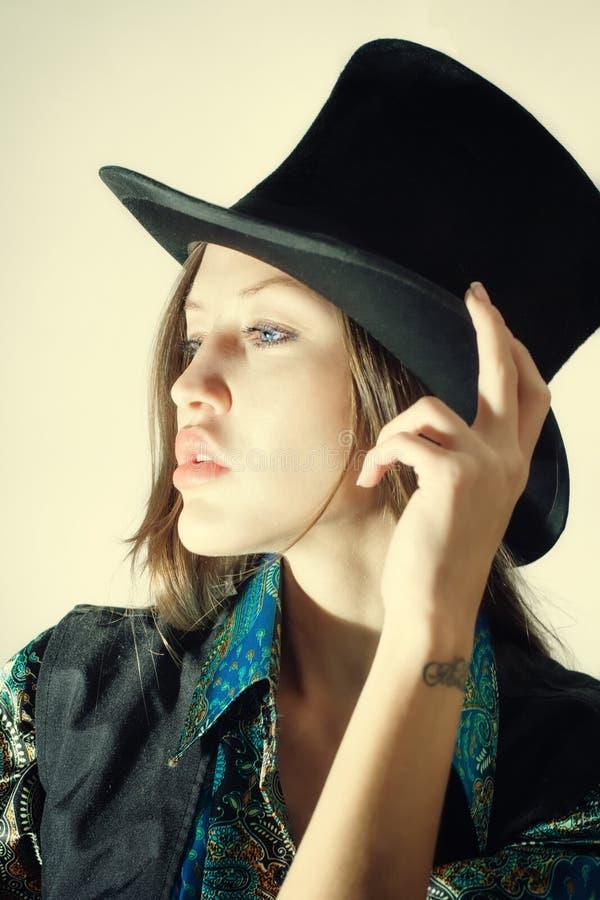 Экстракласс молодой женщины нося стоковые изображения rf