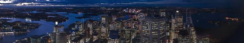экстренный большой горизонт Сидней панорамы ночи стоковые изображения