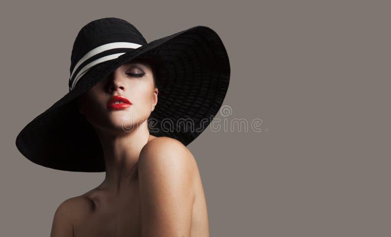 Элегантная дама в шляпе Портрет моды стоковое фото rf
