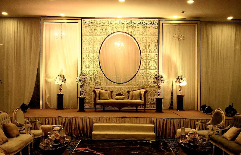 Элегантные украшения этапа свадьбы залы банкета стоковые фотографии rf