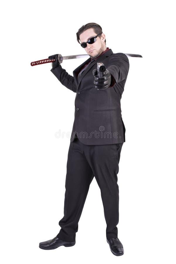 Элегантный гангстер готовый для того чтобы снять, изолированный на белой предпосылке стоковая фотография