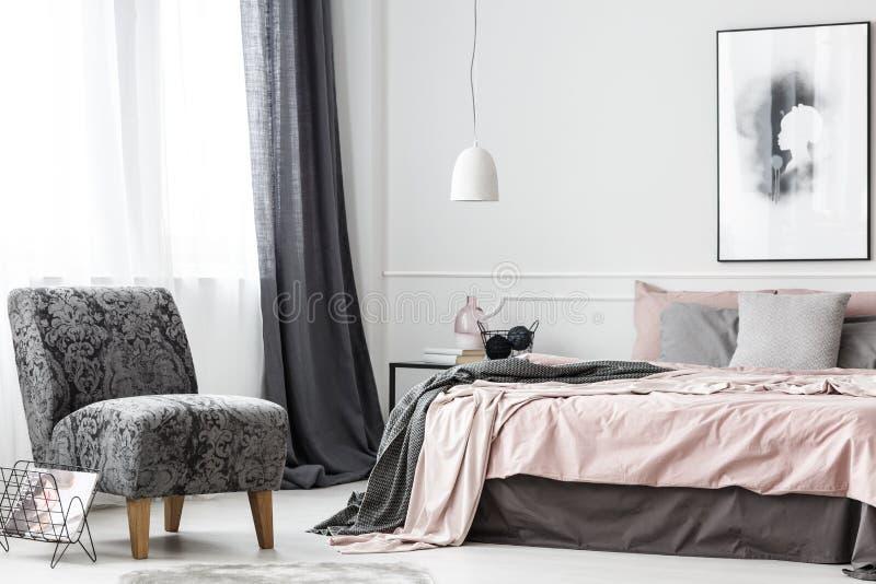 Элегантный женский интерьер спальни стоковая фотография rf