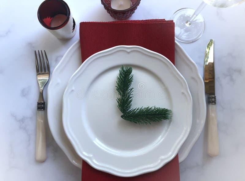 Элегантный и праздничный рождественский стол стоковая фотография