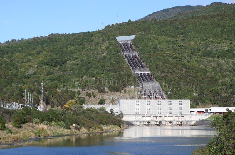 электрическая гидро электростанция стоковые фотографии rf