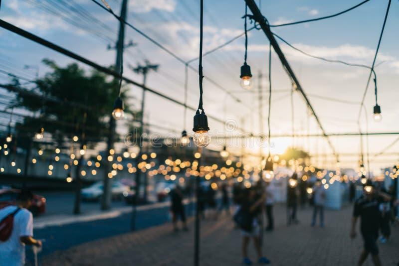 Электрическая лампочка, декоративное на открытом воздухе на фестивале обочины стоковые изображения rf