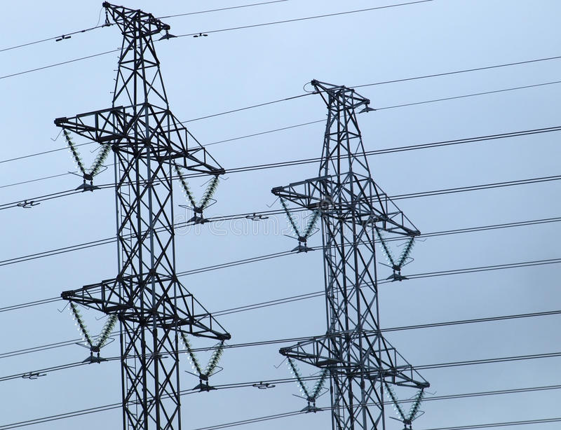 Download электрические башни стоковое фото. изображение насчитывающей металл - 17605148
