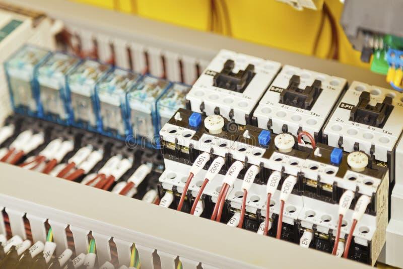 Электрические проводка и компоненты стоковые изображения rf