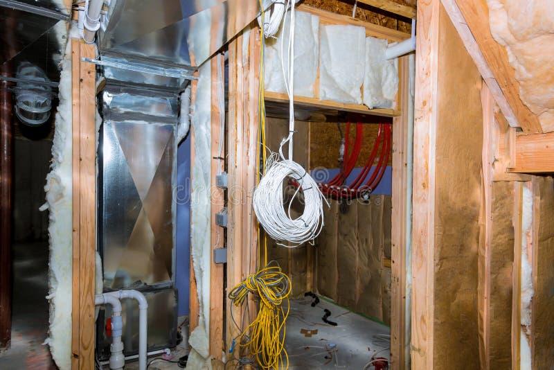Электрические соединители телеграфного агентства в подвале стоковое фото rf