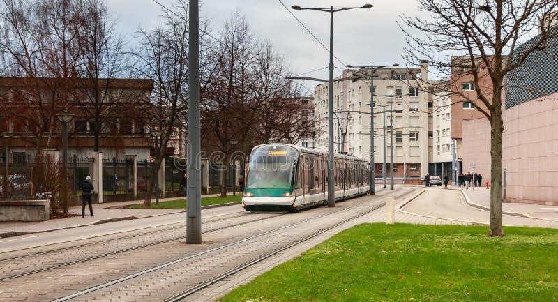 Электрический поезд трамвая компании общественного транспорта страсбурга стоковая фотография rf