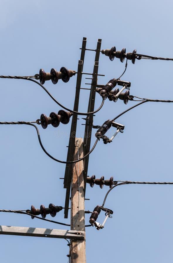 Электрический поляк для распределения к деревне стоковое изображение