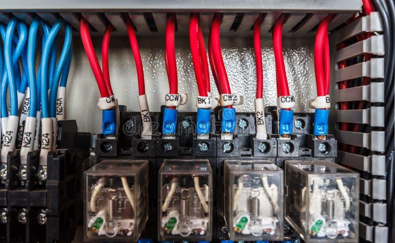 Электрический пульт управления проводки стоковая фотография