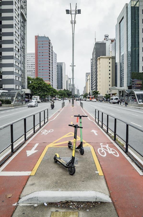 Электрический скутер на бульваре Paulista стоковые фото