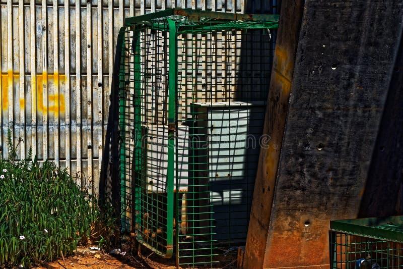 Электрический шкаф в клетке стоковое фото