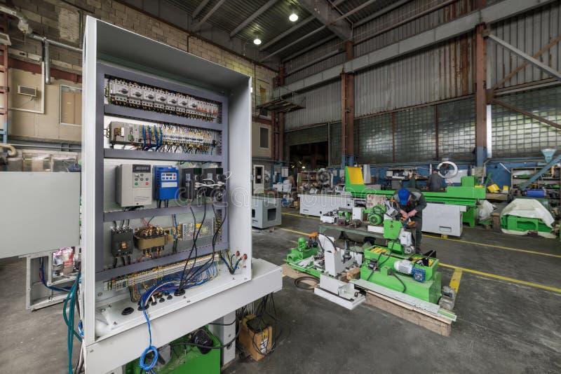 Электрический шкаф, собрание электрической системы управления машины механической обработки стоковые фото