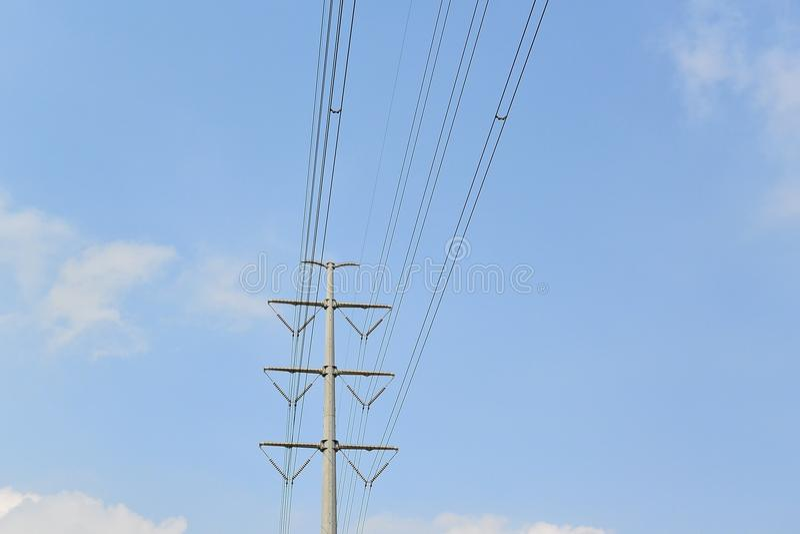 электрическое высокое напряжение тока полюса стоковые изображения