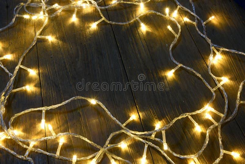 Электрическое освещенное на предпосылке деревянного рождества предпосылки деревенской - год сбора винограда planked древесина с с стоковые фотографии rf