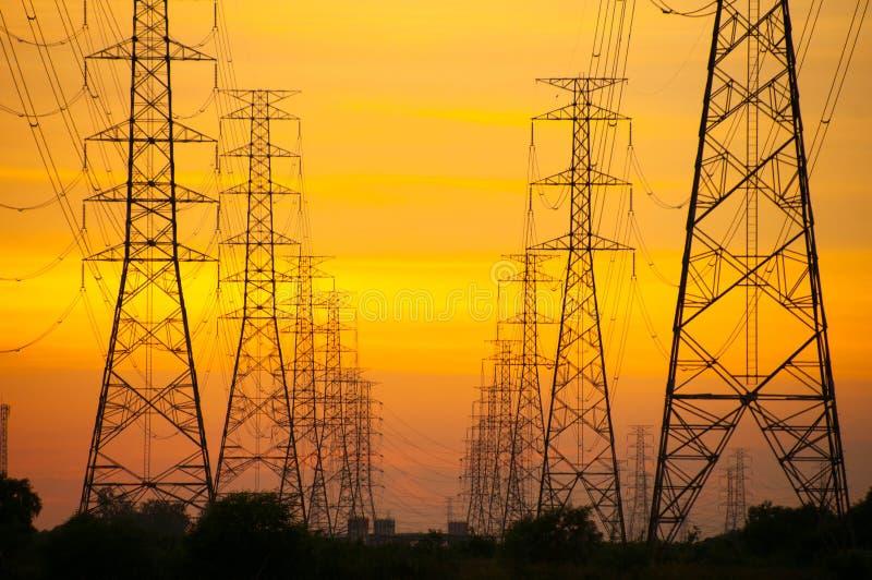 Электрическое распределение башен стоковая фотография