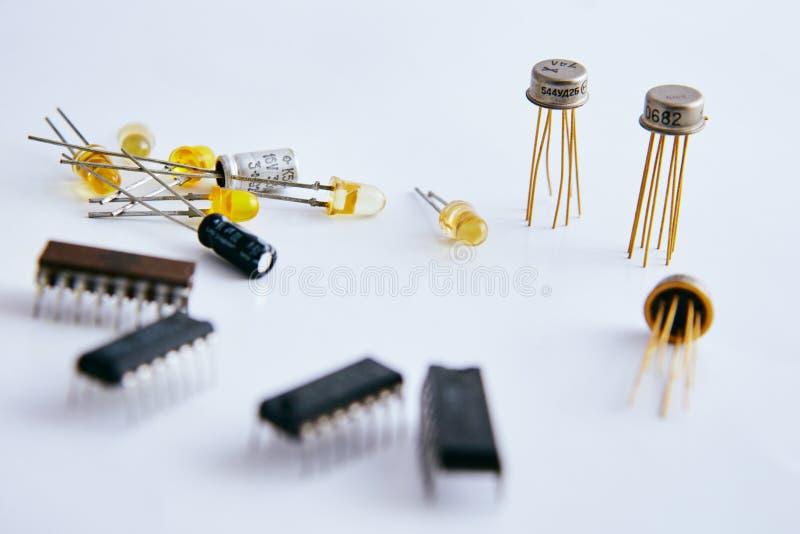 Электронные компоненты обломока и радио стоковая фотография
