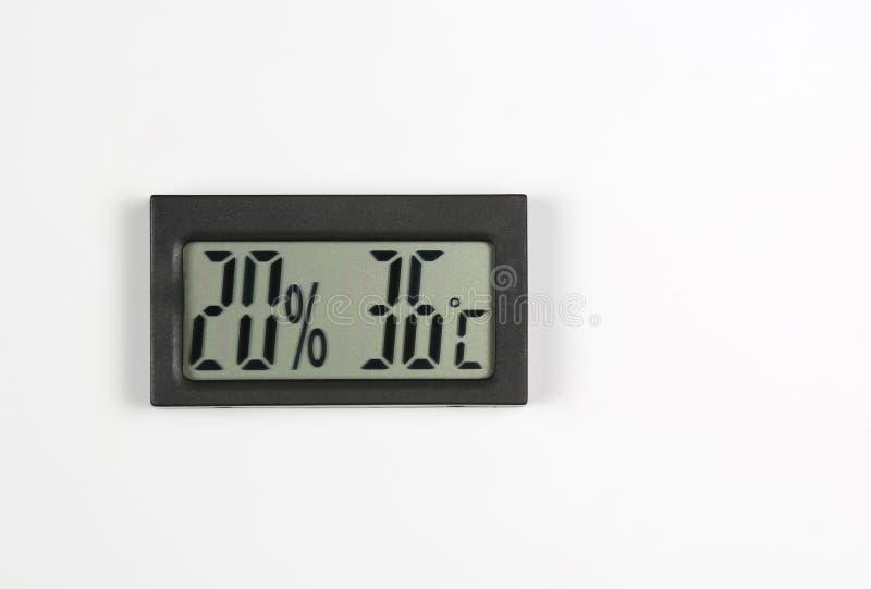 Электронные метр и температура влажности на белой предпосылке стоковая фотография