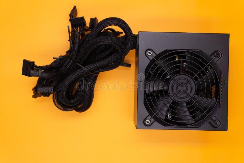 Электропитание для компьютера изолированного на белой предпосылке стоковая фотография rf