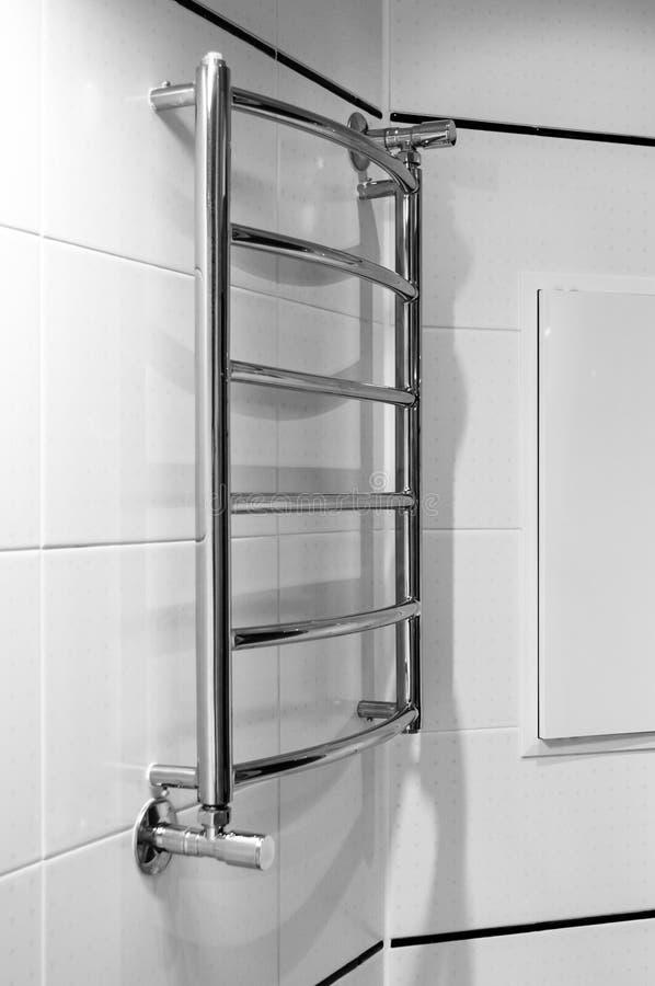 Элементы дизайна bathroom внутренн-современного, детали хрома, части кабины ливня стоковое изображение