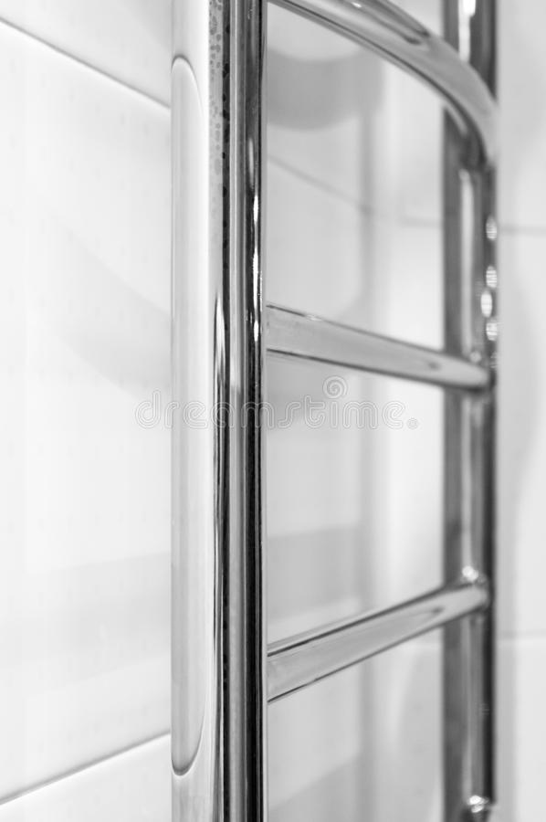 Элементы дизайна bathroom внутренн-современного, детали хрома, части кабины ливня стоковые фотографии rf