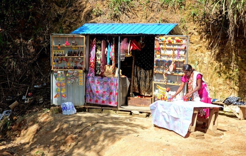 Элла, стойка поставщика ремесленника Шри-Ланка местная стоковые фото