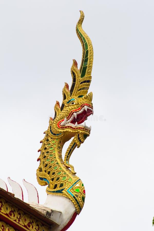 Эмблема Naga крыши виска стоковая фотография rf