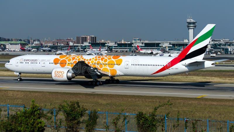 Эмираты A6-ENG, Боинг 777-300ER стоковые фото