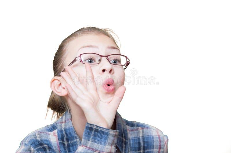Эмоциональная предназначенная для подростков девушка против стоковые фотографии rf
