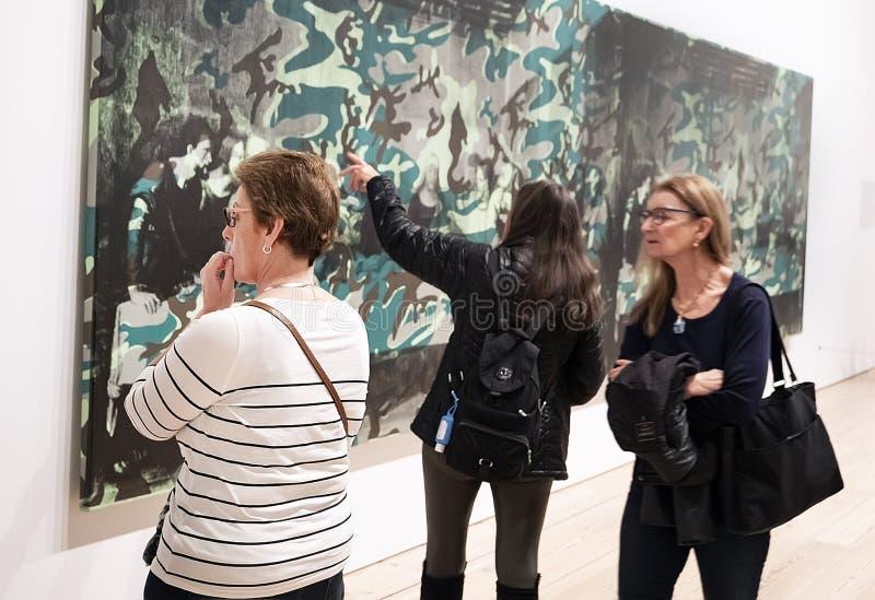 Энди Уорхол--От a к b и назад снова на музее Whitney стоковая фотография