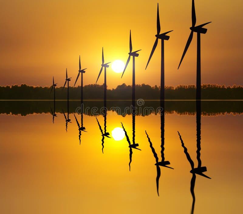Энергия ветра на заходе солнца стоковое изображение rf