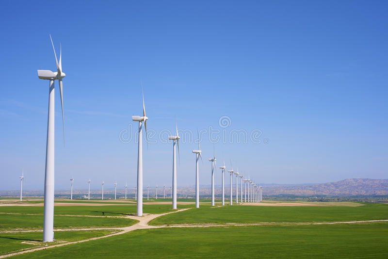 Download Энергия ветра стоковое фото. изображение насчитывающей злаковик - 37928690