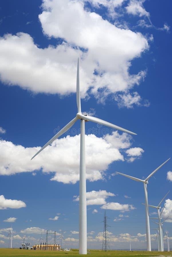 Download Энергия ветра стоковое изображение. изображение насчитывающей green - 37928865